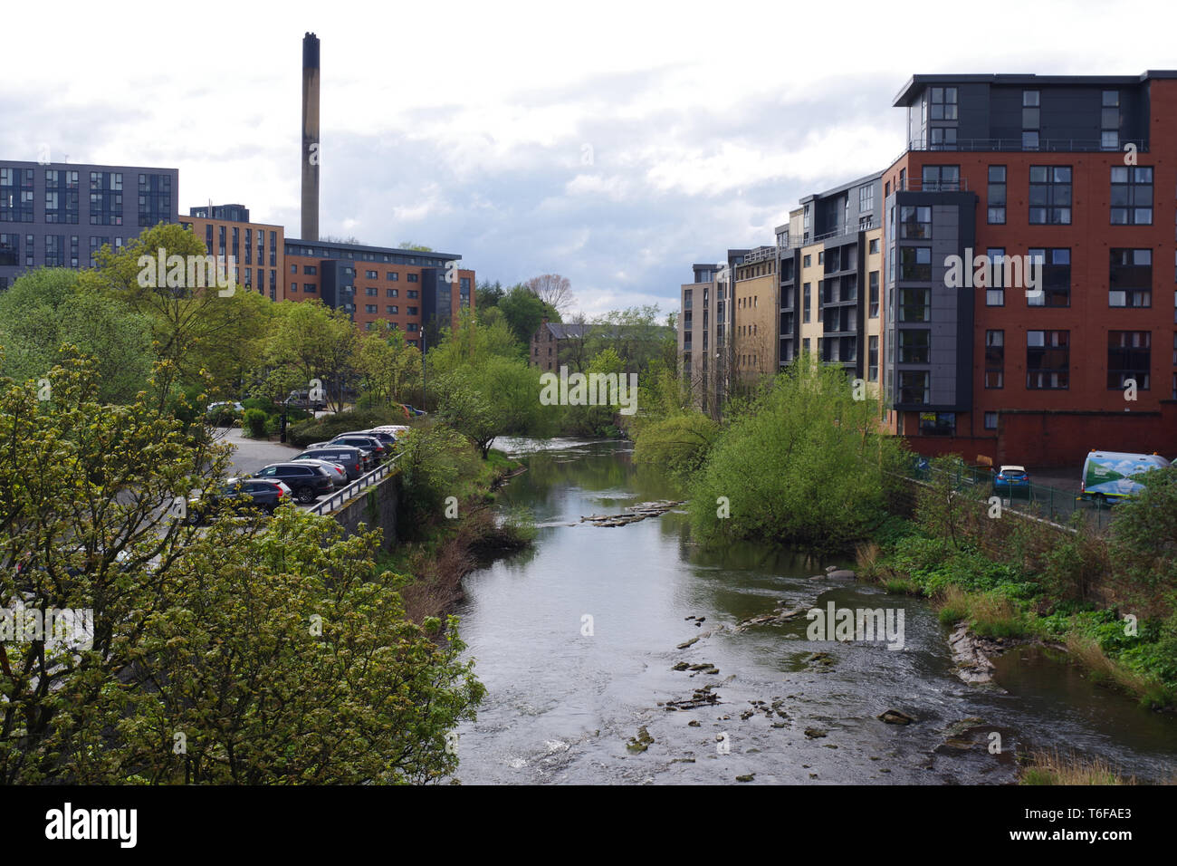 The River Kelvin in Partick. Modern flats on the right which used to be flour mills. Photograph taken from Partick bridge - Stock Image