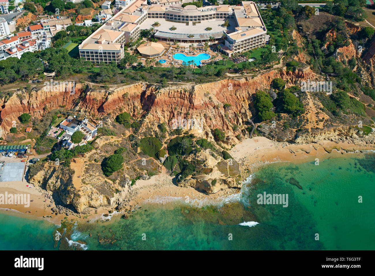 LUXURY RESORT OVERLOOKING THE COLORFUL CLIFF OF 'PRAIA DA FALÉSIA' (aerial view). Olhos de Agua, Albufeira, Algarve, Portugal. - Stock Image