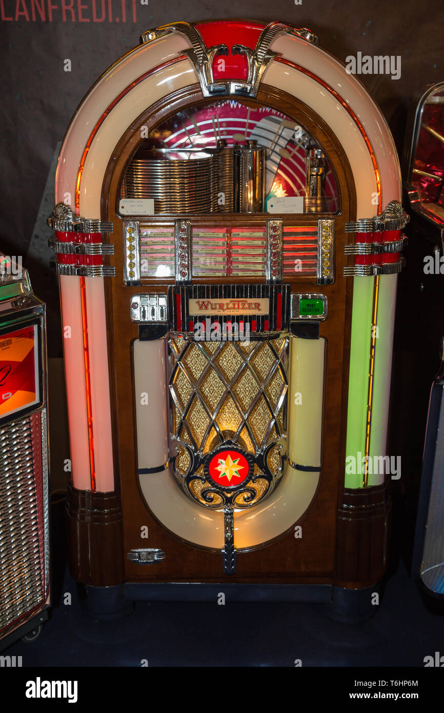 Retro jukebox: Music and Dance in bars in the 1950s. Stock Photo