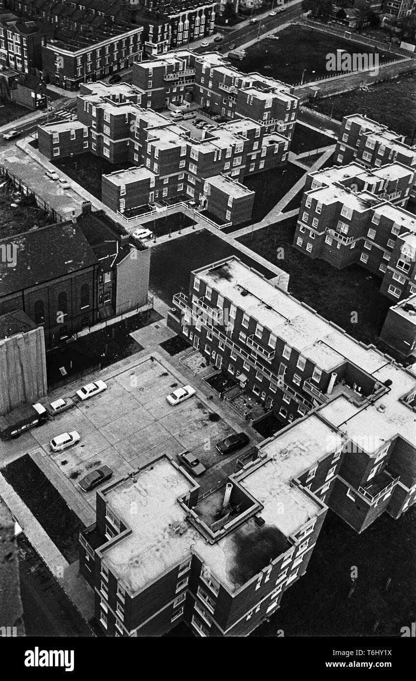 13/25 Tower Hamlets Bethnal Green Mansford St, maisonettes from Charles Dickens House 1977 Stock Photo