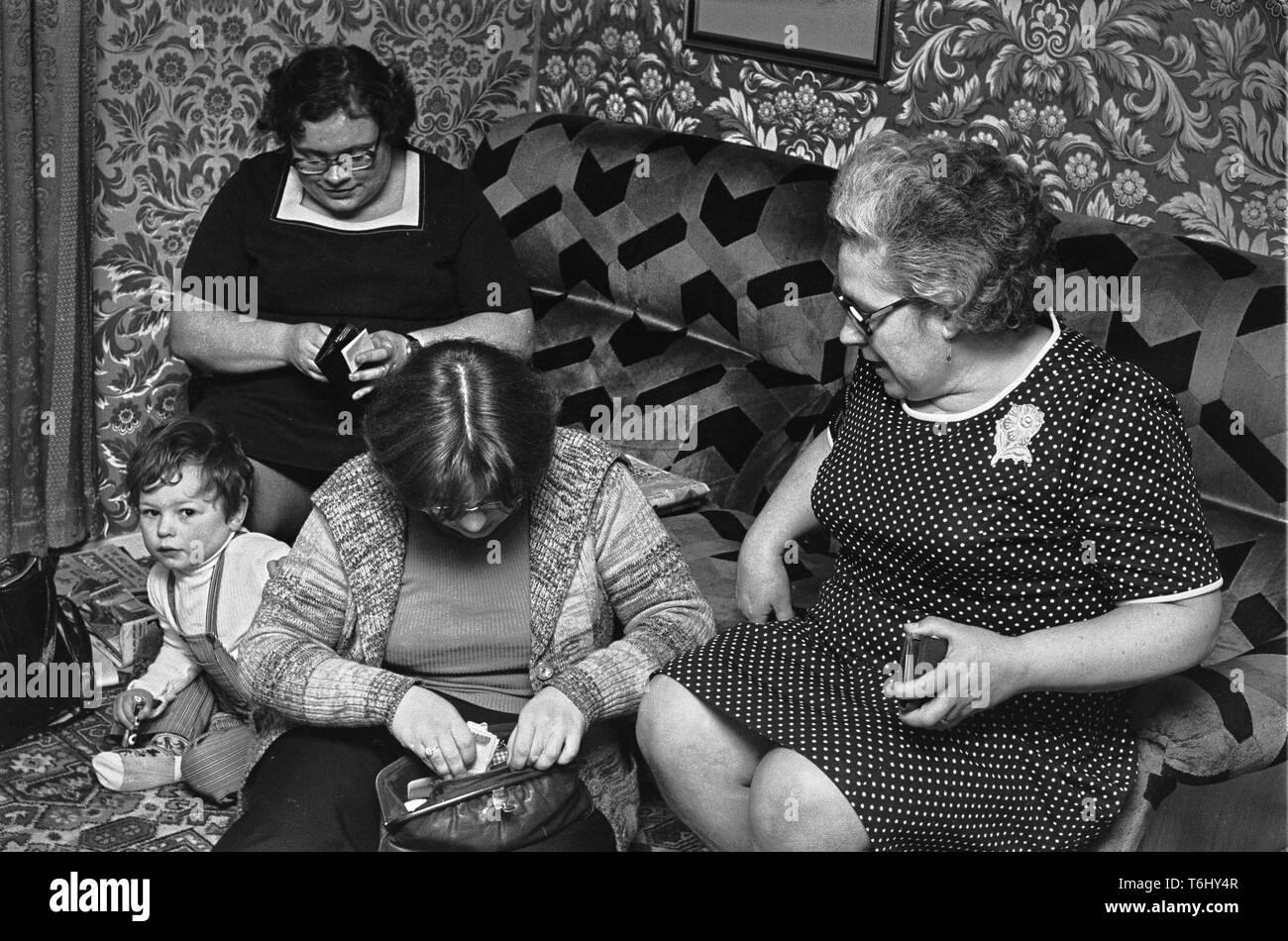 37/10  Tower Hamlets Mansford St  maisonettes, Vaness family  1978 Stock Photo