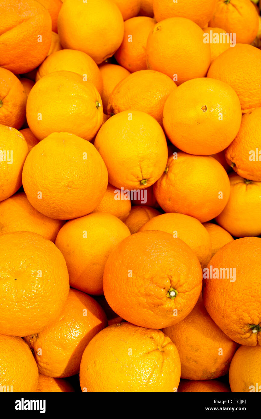 background of oranges in display at the market - Stock Image