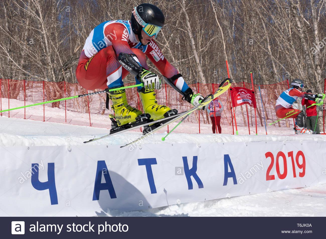 MOROZNAYA MOUNTAIN, KAMCHATKA, RUSSIA - MARCH 30, 2019: Mountain skier Alexey Ovchinnikov (Krasnoyarsk Region) skiing down mount slope. Russian Federa - Stock Image