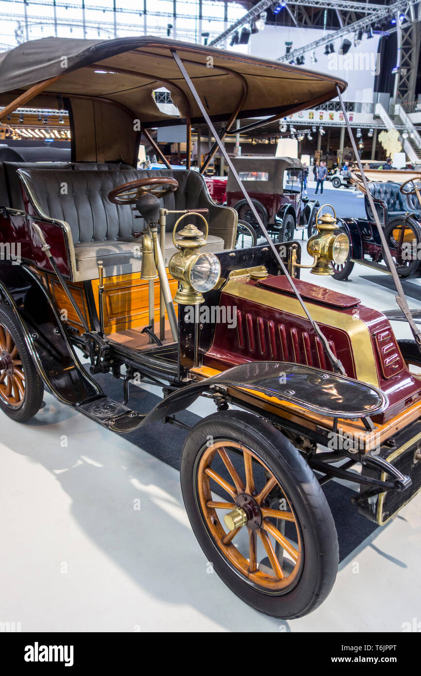 1906 De Dion Bouton Type AL, French classic automobile / oldtimer / antique vehicle at Autoworld, vintage car museum in Brussels, Belgium - Stock Image