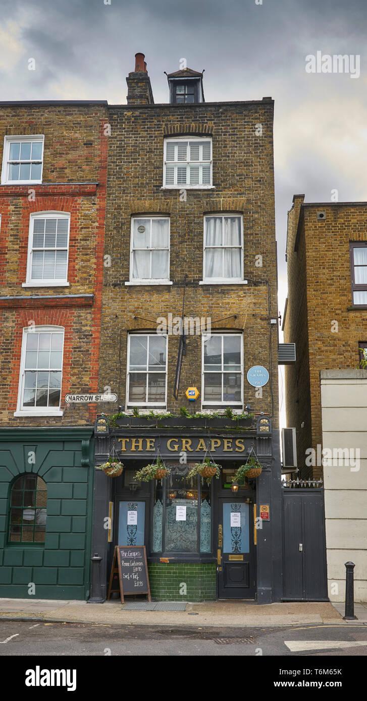 The grapes pub limeouse - Stock Image