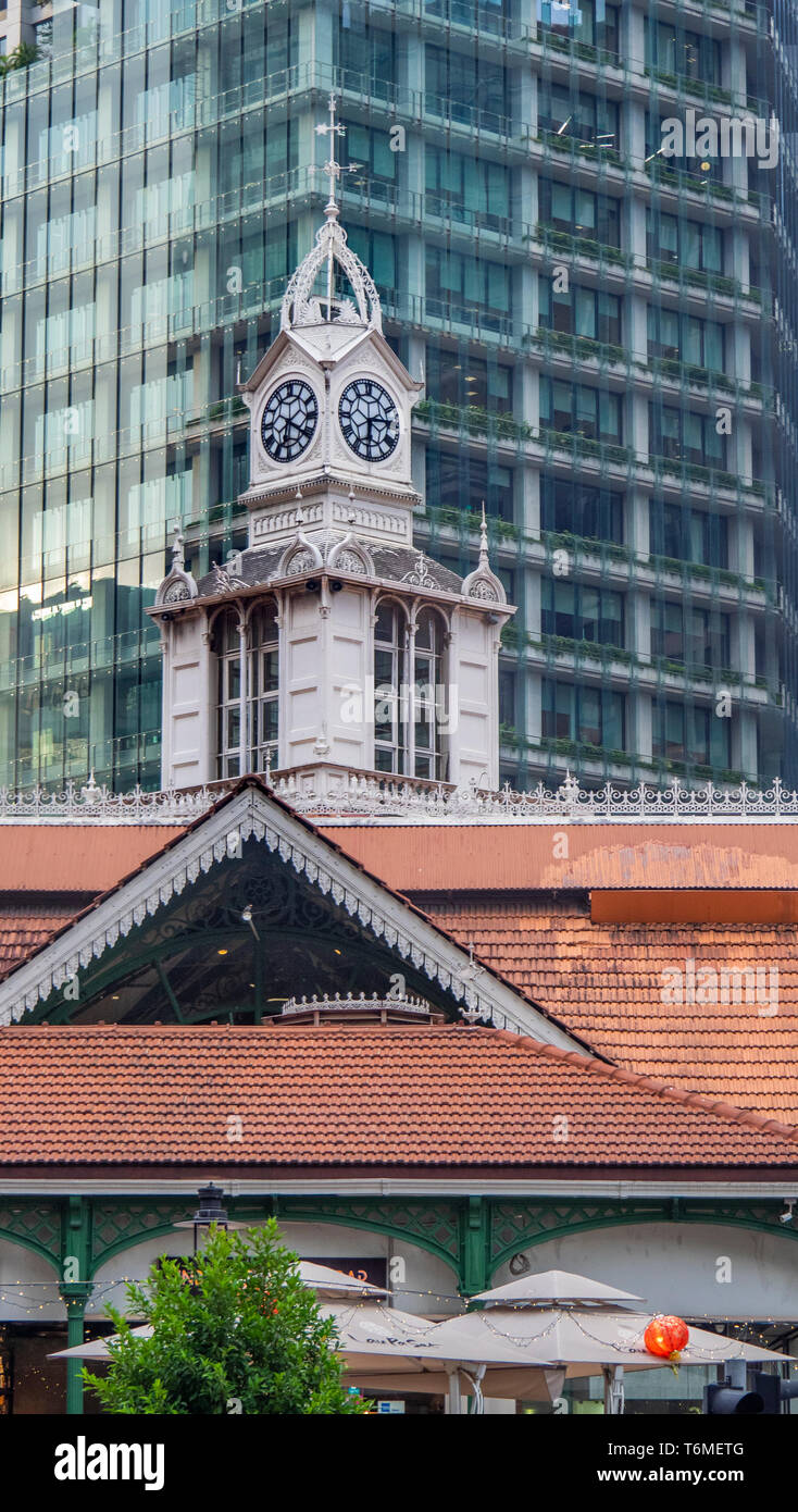 Clock tower on top of Lau Pat Sat  Hawker food markets in downtown Singapore. - Stock Image