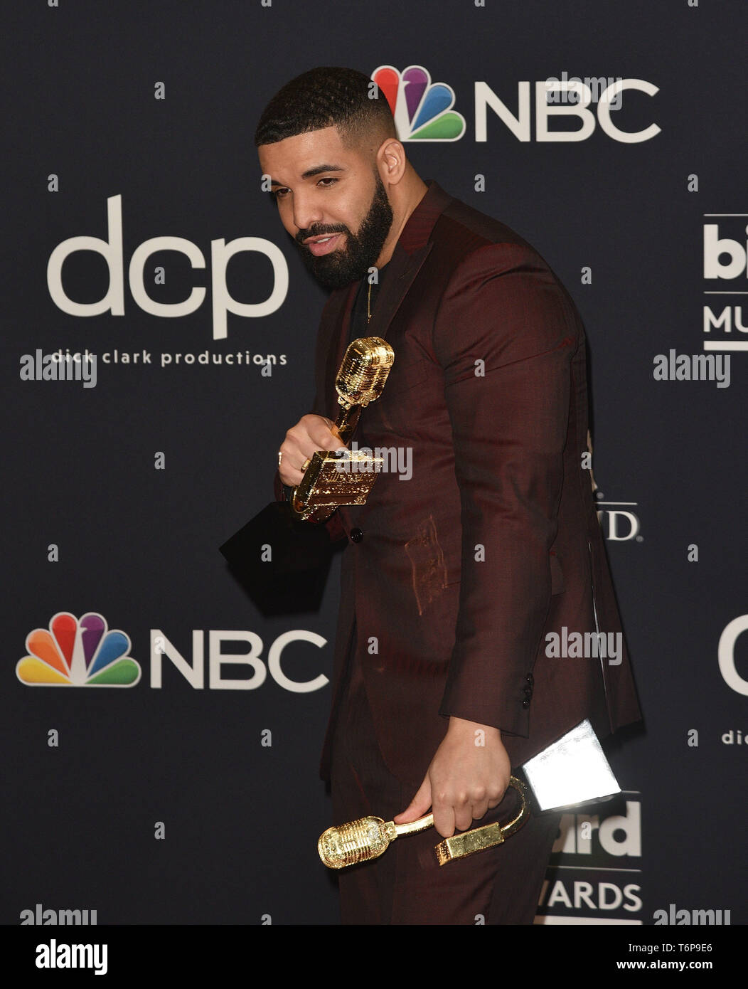 Las Vegas, NV, USA  1st May, 2019  Drake poses with the awards for