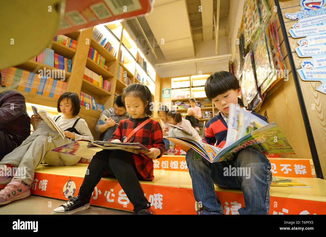 Hefei China S Anhui Province 1st May 2019 Children Read At A