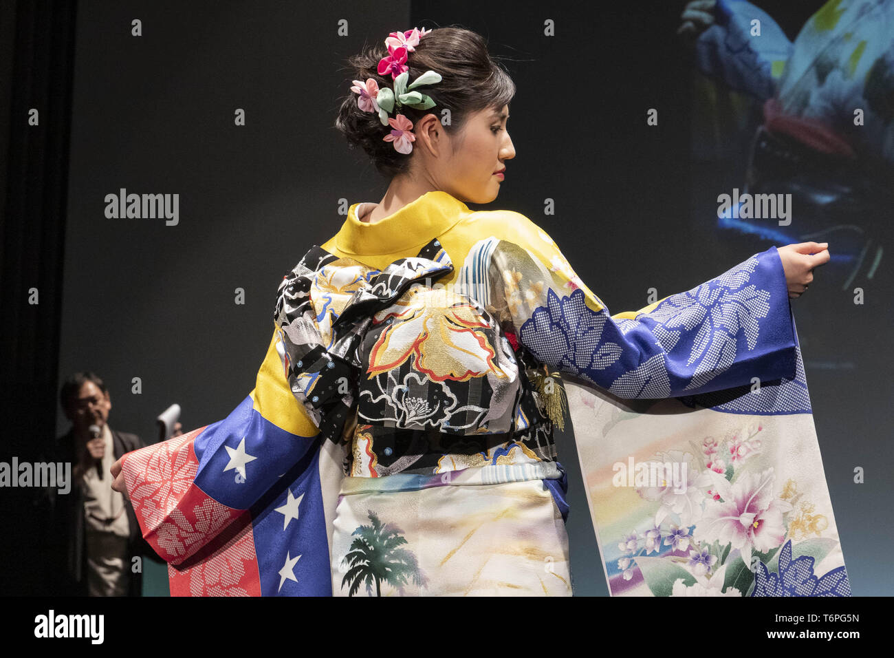 Tokyo, Japan. 2nd May, 2019. A model dressed up a Japanese kimono inspired in the Bolivarian Republic of Venezuela walks on the runway during the Imagine One World Kimono Project event in Tokyo. The Imagine One World Kimono Project aims to create 213 kimonos to represent each of the nations that will take part in the next 2020 Tokyo Olympic and Paralympic Games. Credit: Rodrigo Reyes Marin/ZUMA Wire/Alamy Live News - Stock Image