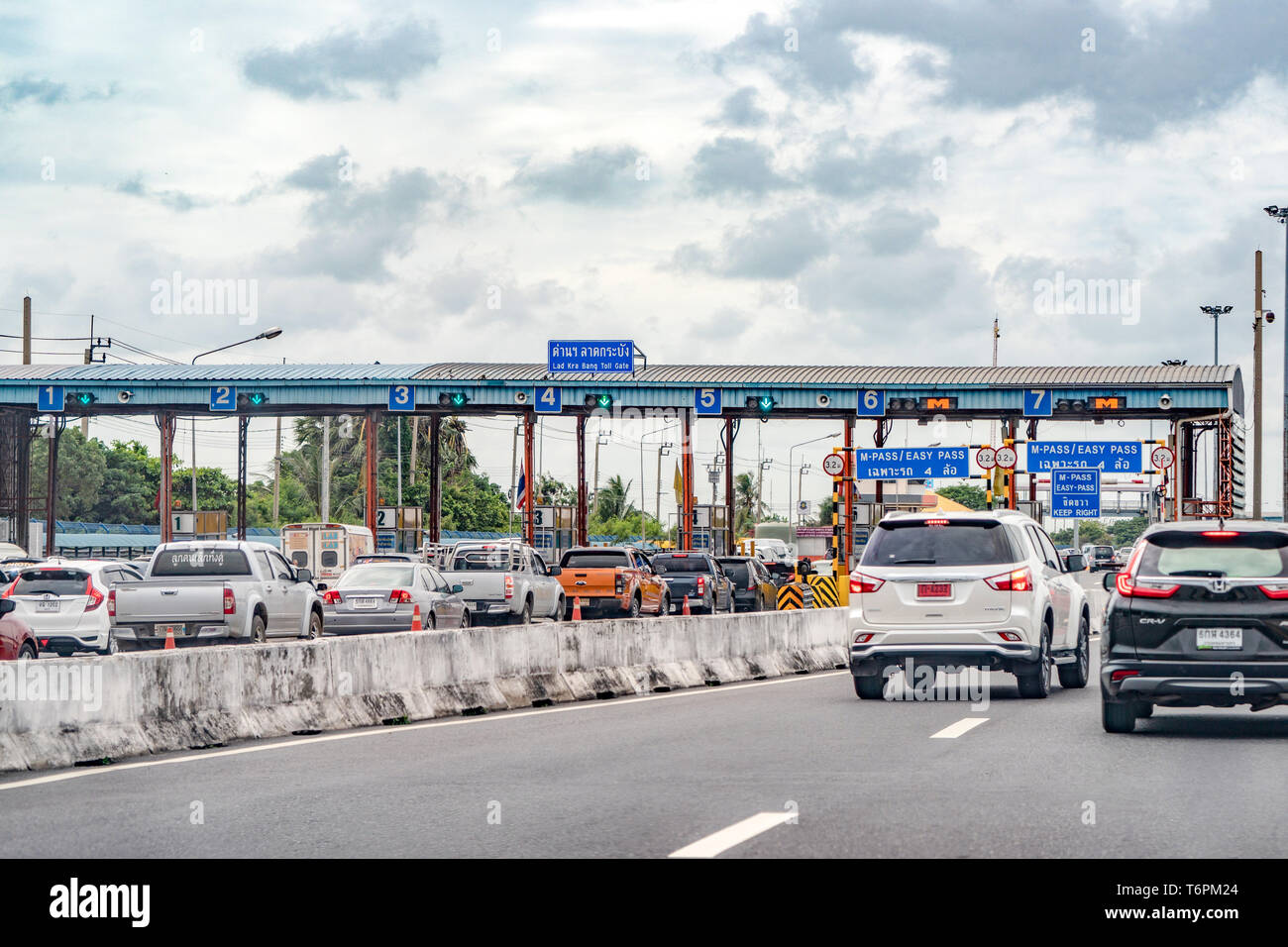 Bangkok, Thailand -  12 ​Aug, 2018: A lot of car in the line wait for enter the Lad Kra Bang Toll Gate / Express way for going out of Downtown, Bangko - Stock Image