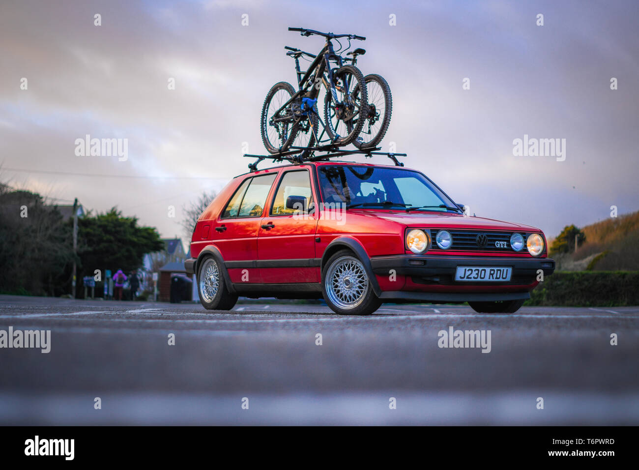 Volkswagen MK2 Golf GTI Stance Show Car Porthcurno Car Park Bike Racks MTB Travel Adventure Lifestyle Classic Car - Stock Image