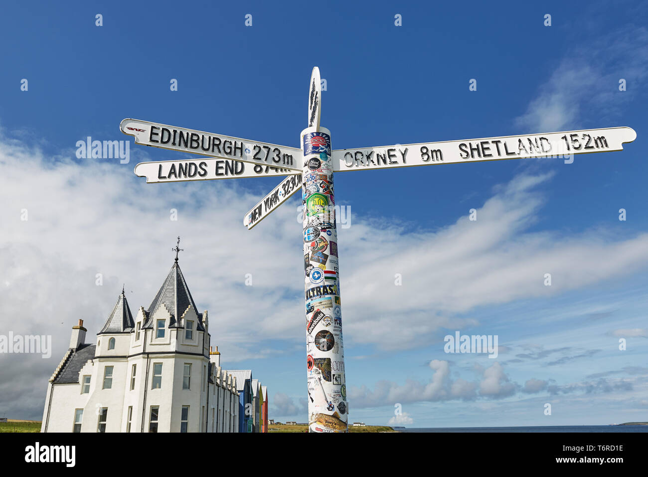 JOHN O'GROAT'S, SCOTLAND - AUGUST 08 2017: Britains lands end sign at john o'groats in scotland with blue skies and ocean and grass in background. Has Stock Photo