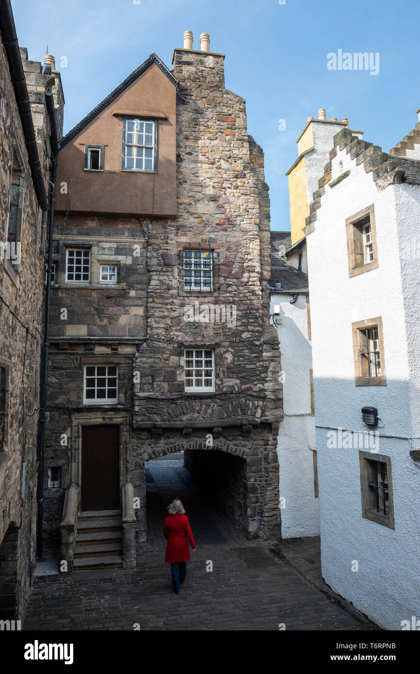 Bakehouse Close, Outlander filming location, off Canongate in Edinburgh Old Town, Scotland, UK - Stock Image