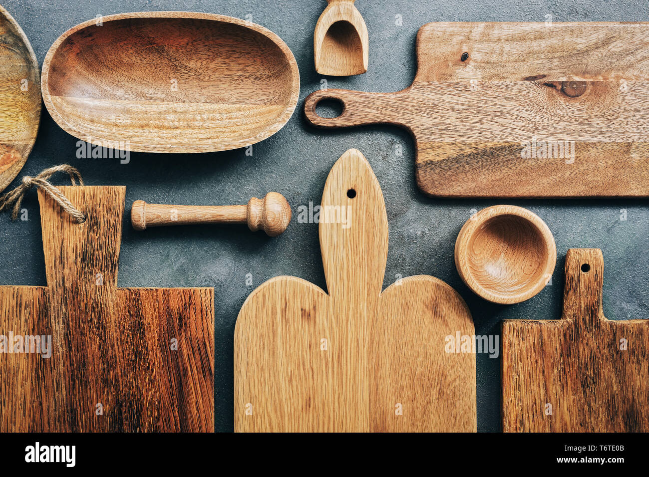 Creative layout set of wooden kitchen utensils, cutting boards, bowl, plate, mortar and pestle, scoop. Flat lay, top view - Stock Image