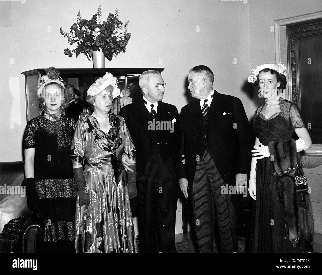 American President Harry Truman (center) stands in three-quarter length view, flanked by his family (left) and Vice President Alben Barkley and his daughter Marian Barkley Truitt (right) during a reception at the National Gallery of Art, Washington, DC, January 20, 1949. Image courtesy National Archives. () - Stock Image