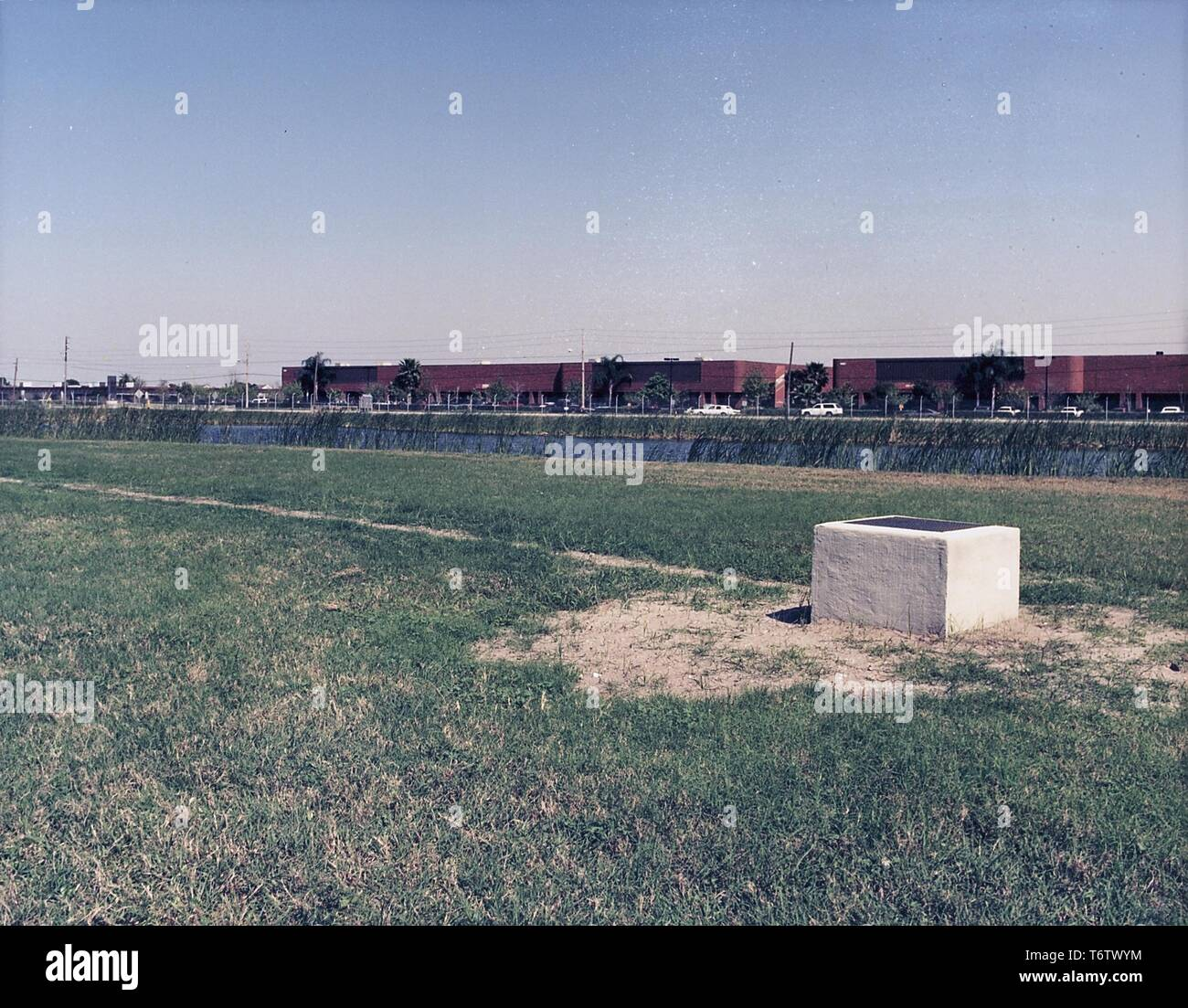 Photograph of the location of a former waste solvent staging and storage area, Chicago, Illinois, 1990. Image courtesy United States Department of Energy (DOE). () - Stock Image