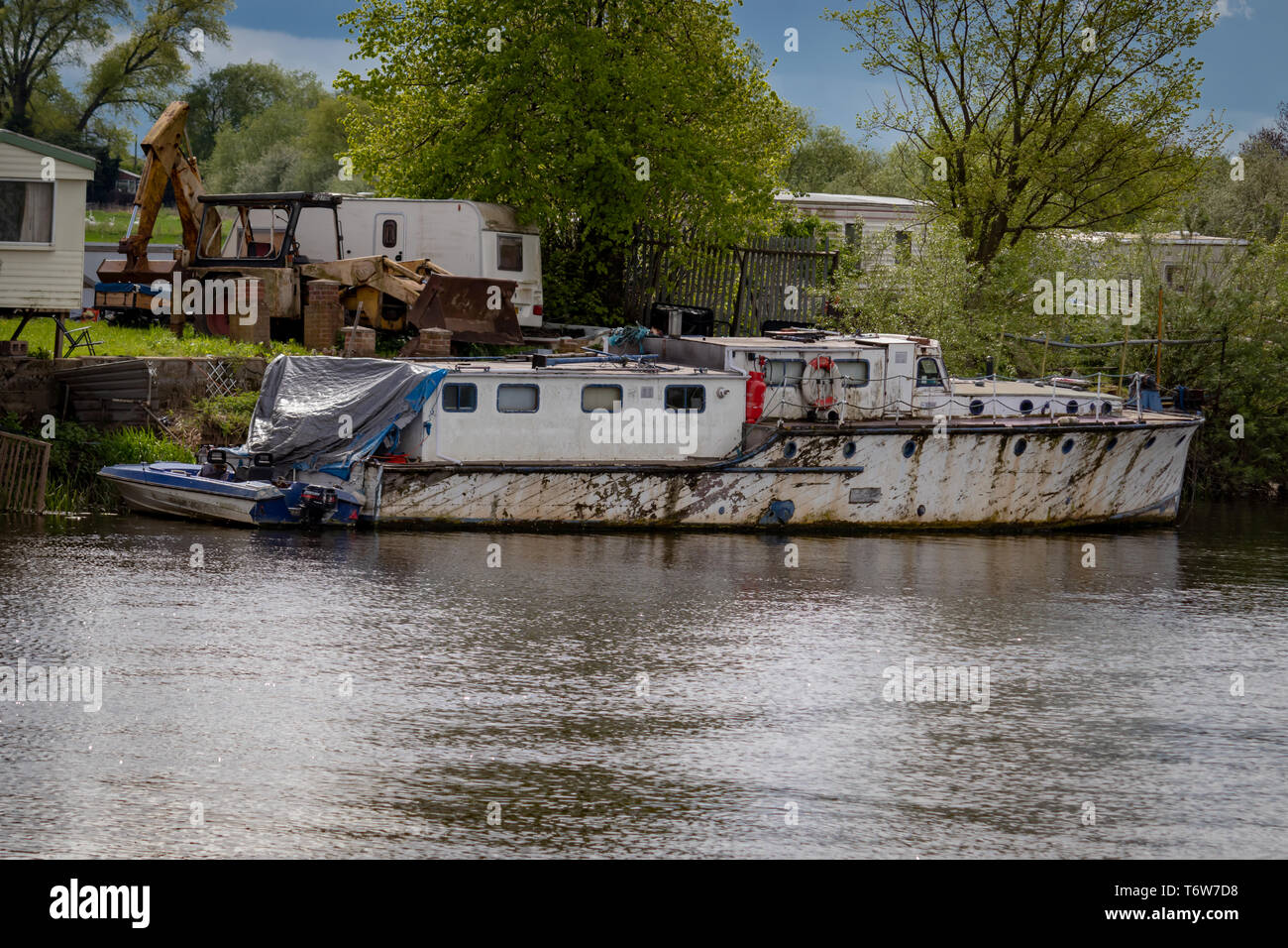Old Wooden Run Down Vintage House Boat/Cruiser Moored on the River Trent in Nottinghamshire.England Stock Photo
