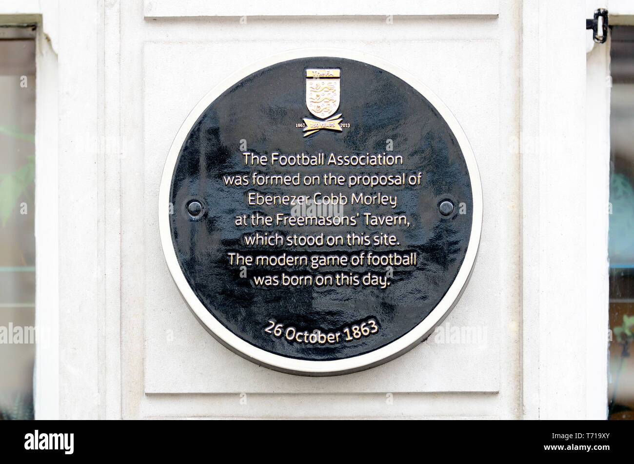 London, England, UK. Commemorative Plaque: 'The Football Association was formed on the proposal of Ebenezer Cobb Morley at the Freemasons' Tavern, whi - Stock Image