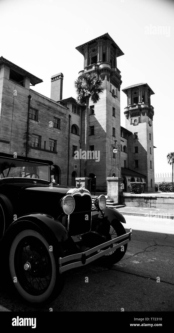 Old car before an old hotel - Stock Image