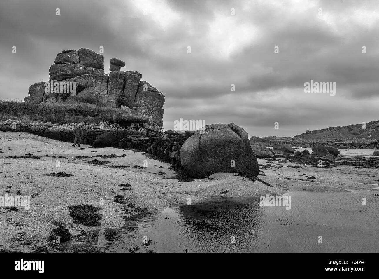 Dick's Carn (aka the Loaded Camel), Porth Hellick, St. Mary's, Isle of Scilly, UK: black and white version.  MODEL RELEASED - Stock Image