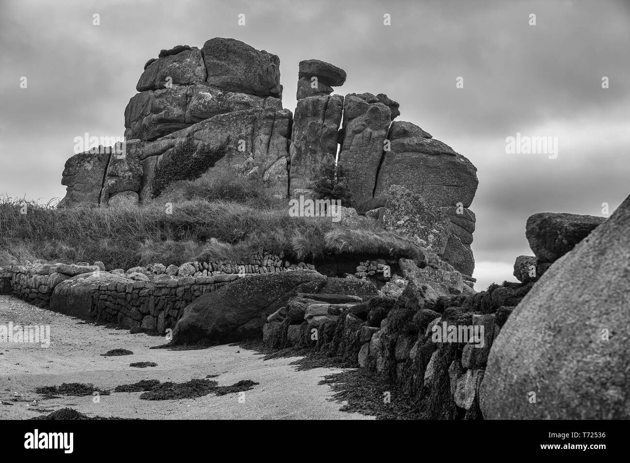 Dick's Carn (aka the Loaded Camel), Porth Hellick, St. Mary's, Isle of Scilly, UK: black and white version - Stock Image