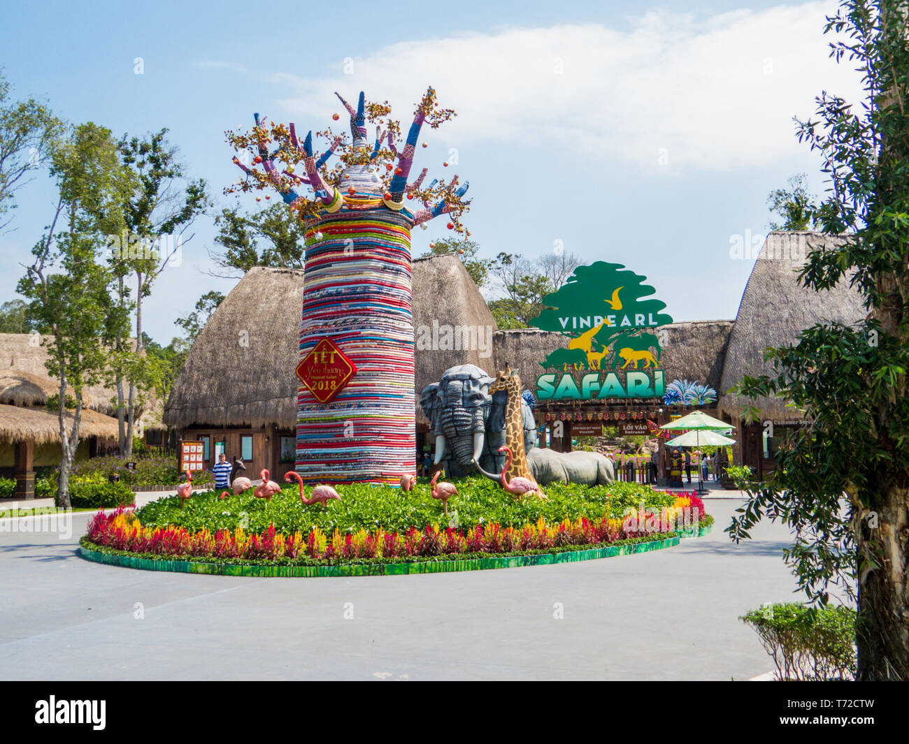 PHU QUOC, VIETNAM - FEBRUARY 12, 2018: View of the entrance to the Vinpearl Safari zoo park. - Stock Image