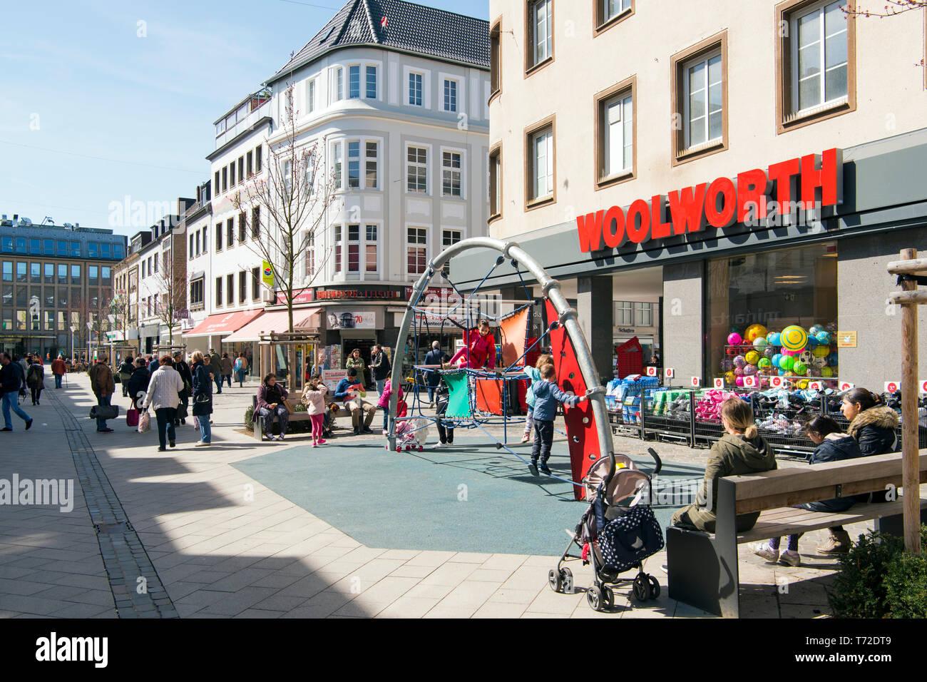 Deutschland, NRW, Düren, Fussgängerzone Kölnstrasse - Stock Image