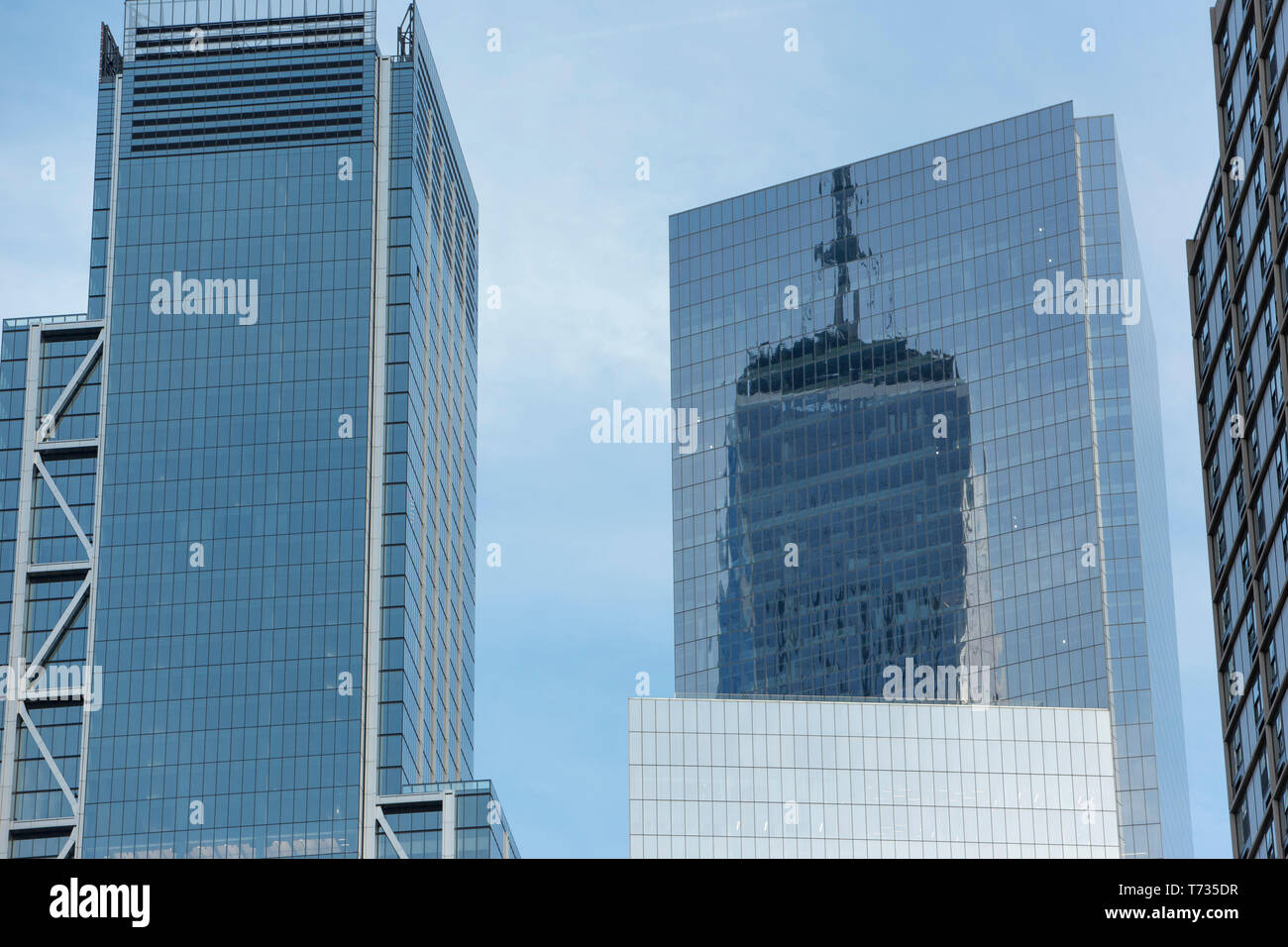 ONE WORLD TRADE CENTER (©LIBESKIND CHILDS GOTTESDIENER SOM 2016) REFLECTION IN SKYSCRAPERS DOWNTOWN MANHATTAN NEW YORK CITY USA - Stock Image