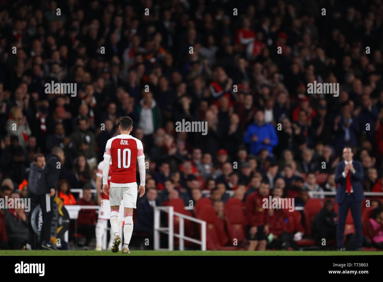 Mesut Ozil of Arsenal is substituted by Manager of Arsenal, Unai Emery - Arsenal v Valencia, UEFA Europa League Semi Final - 1st Leg, Emirates Stadium - Stock Image