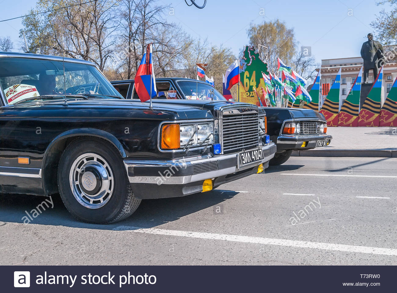 Tyumen Russia May Parade Of Victory Day In Tyumen Soviet Luxury Cars Zil And Gaz Chaika Against Lenin Monument On Central Square T Rw on Zil Russian Car 1980