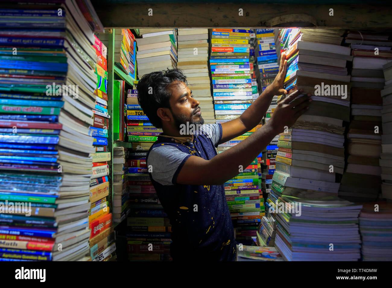 Secondhand bookstall at Nilkhet Book MArket. Dhaka, Bangladesh. - Stock Image