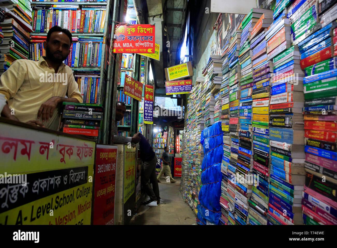 Bookshops at Nilkhet Book Market in Dhaka, Bangladesh - Stock Image