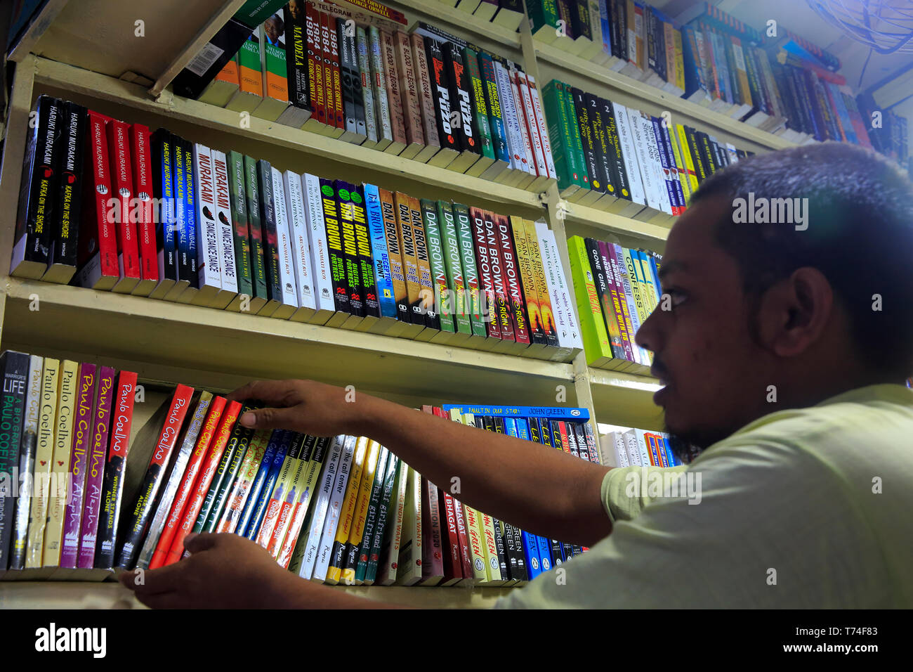 A bookshop at Nilkhet book market, Dhaka, Bangladesh. - Stock Image