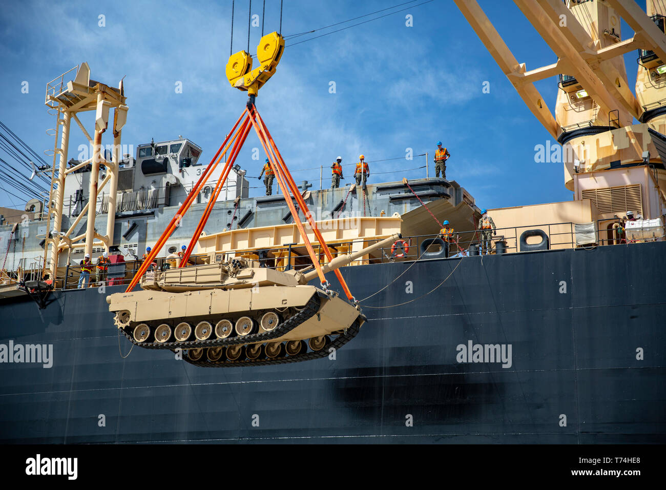 A M1A1 Abrams is loaded on the USNS Sgt. William R. Button during an equipment back-load at Port Hueneme, Calif., as part of Exercise Pacific Blitz 19, March 12. Pacific Blitz 19 is designed to train Marines and Sailors in maritime prepositioning force operations and aims to increase proficiency, expand levels of cooperation and to enhance maritime capabilities. (U.S. Marine Corps photo by Cpl. Jacob A. Farbo) - Stock Image