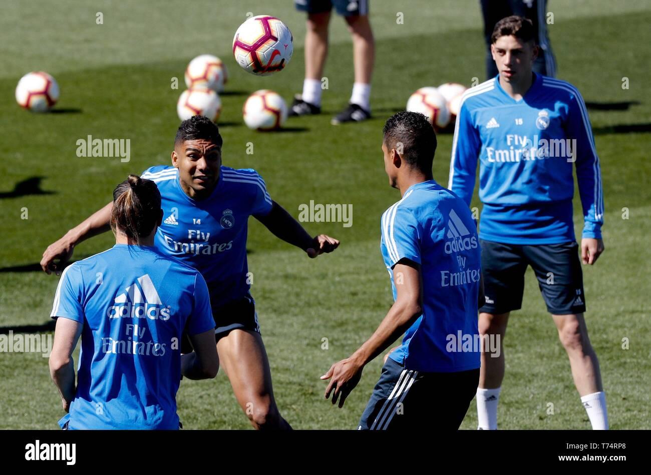 392d49495 Real Madrid s Welsh forward Gareth Bale (L)