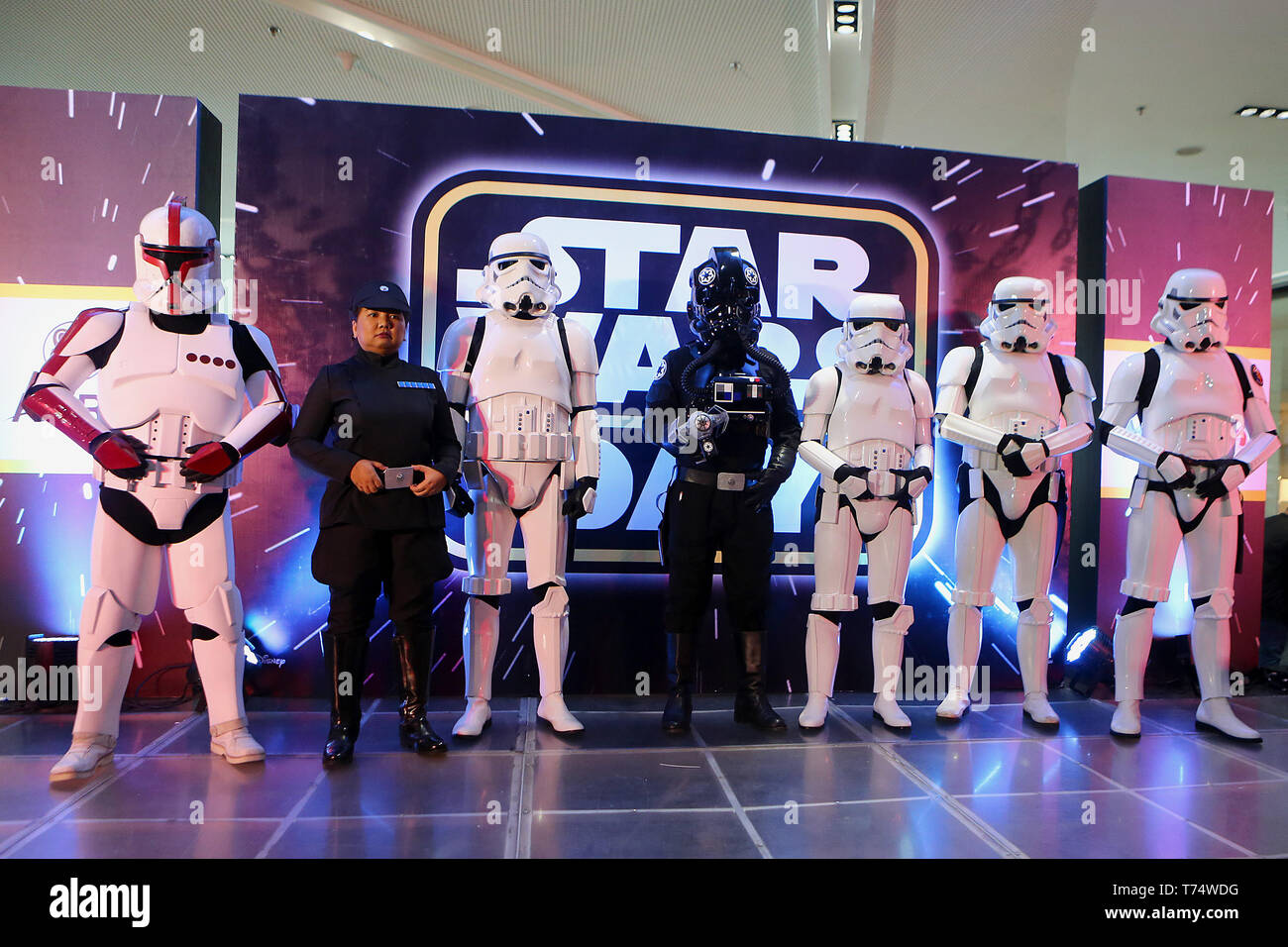 Taguig City, Philippines. 4th May, 2019. People dressed as Star Wars characters gather as they participate in the Star Wars Day in a mall in Taguig, the Philippines, May 4, 2019. The Star Wars Day is celebrated on May 4 every year by the fans of the sci-fi movie series in different parts of the world. Credit: ROUELLE UMALI/Xinhua/Alamy Live News - Stock Image
