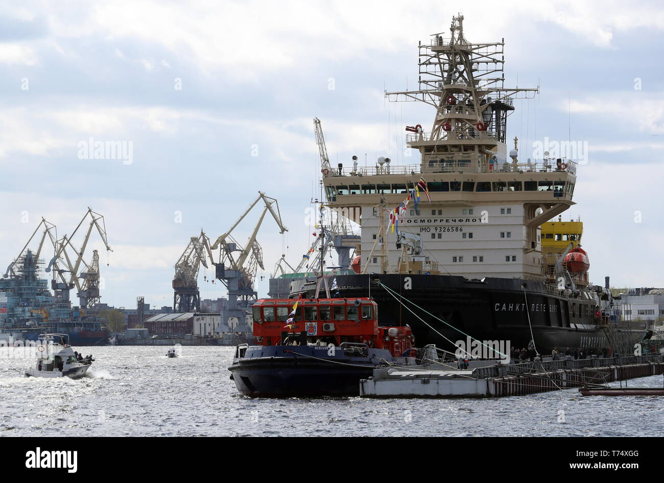St Petersburg, Russia. 04th May, 2019. ST PETERSBURG, RUSSIA - MAY 4, 2019: The icebreaker Sankt Peterburg involved in a ceremony to open the 2019 Icebreaker Festival. Alexander Demianchuk/TASS Credit: ITAR-TASS News Agency/Alamy Live News - Stock Image