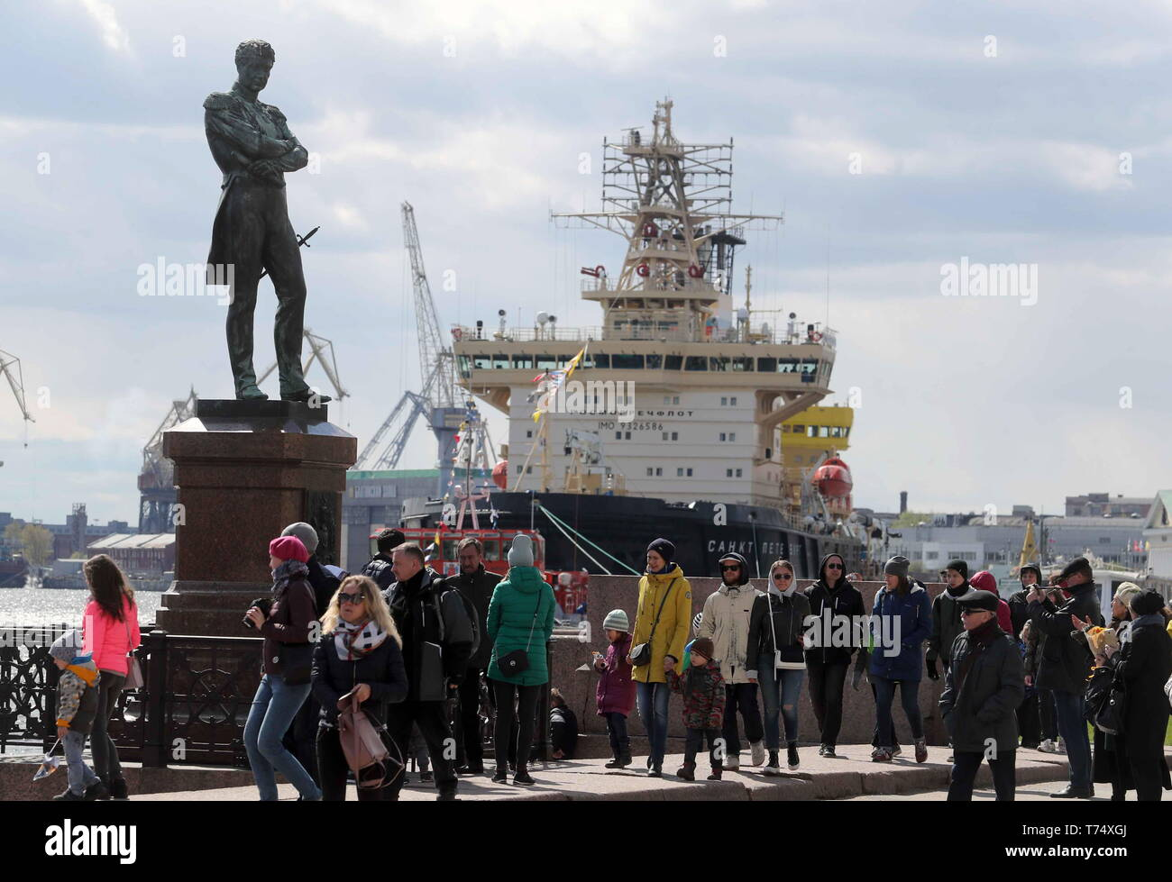 St Petersburg, Russia. 04th May, 2019. ST PETERSBURG, RUSSIA - MAY 4, 2019: A monument to Adam Johann von Krusenstern (Ivan Kruzenshtern), an admiral and explorer who led the first Russian circumnavigation of the Earth in the early 1800s, in front of the icebreaker Sankt Peterburg at a ceremony to open the 2019 Icebreaker Festival. Alexander Demianchuk/TASS Credit: ITAR-TASS News Agency/Alamy Live News Stock Photo