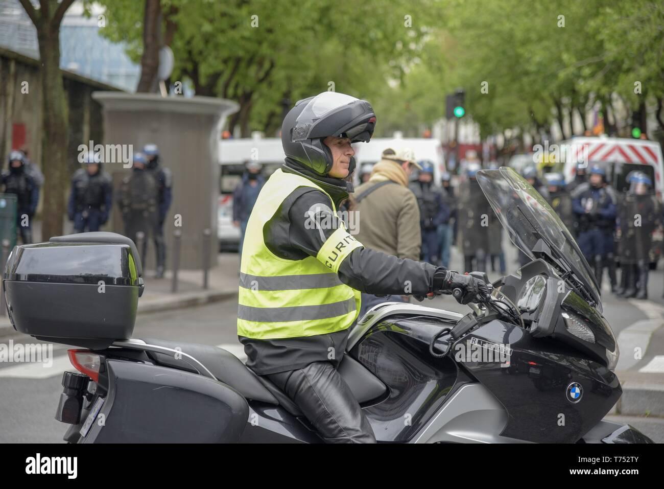 Paris, France. 04th May, 2019.The jilet jaunes march across Paris streets claiming for president Macron policies (Credit Image: © Maximiliano RamosZUMA Wire) Credit: ZUMA Press, Inc./Alamy Live News Stock Photo