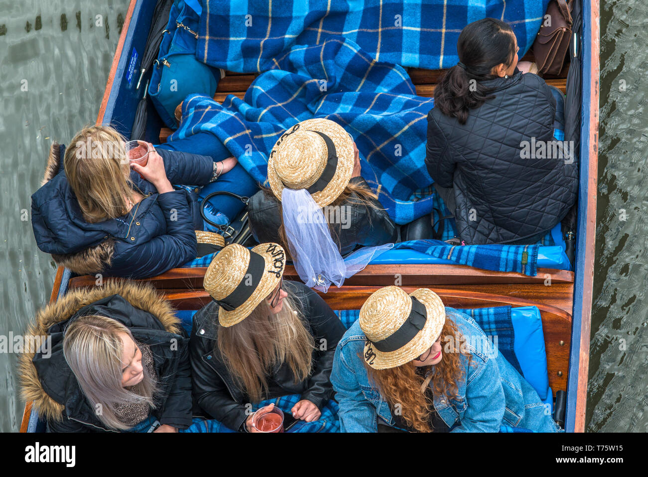 Tourists in straw hats punting on the river Cam, Cambridge University, England. UK - Stock Image