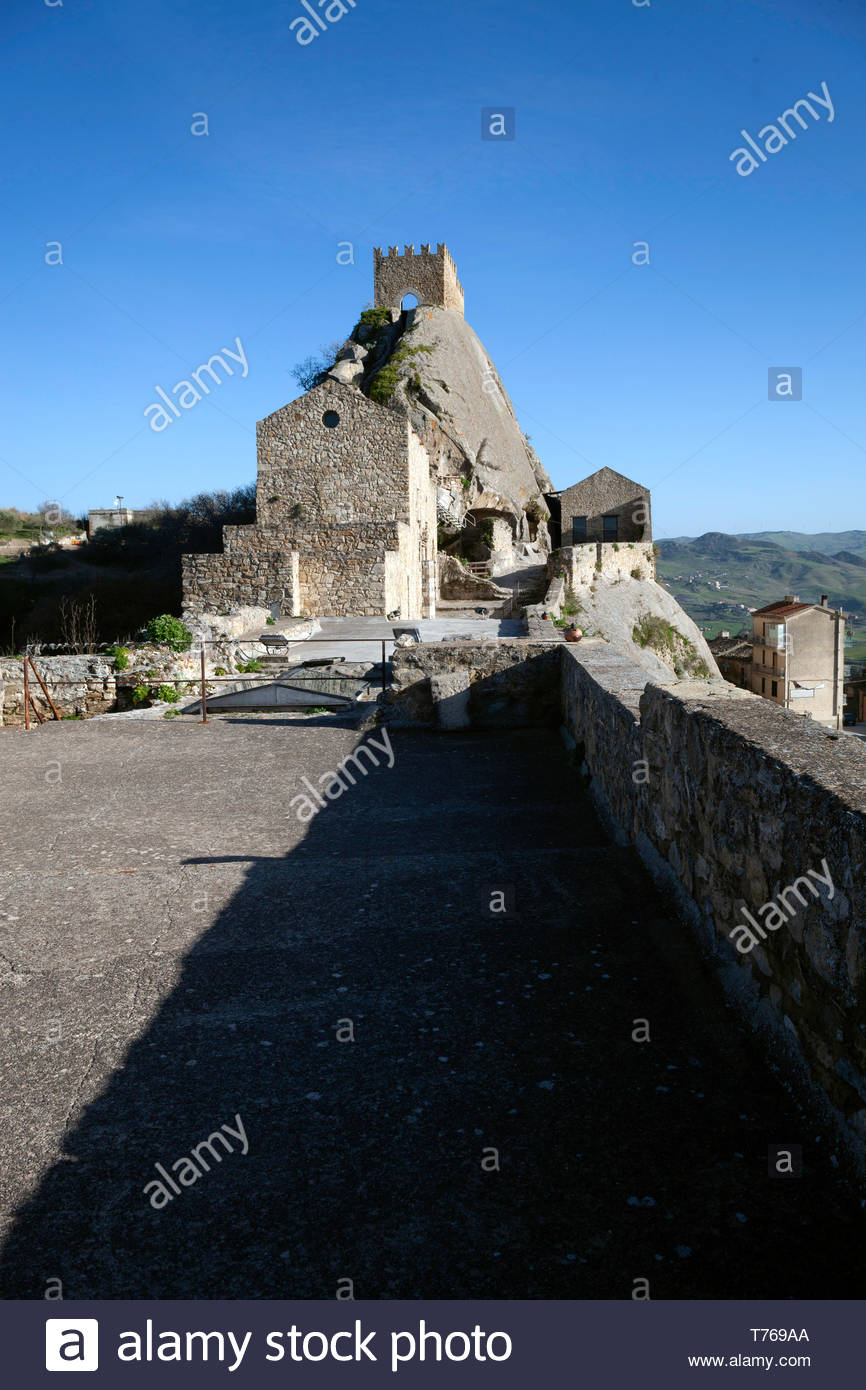 Ruins of Sperlinga castle builded at topo of the rock spur - Stock Image