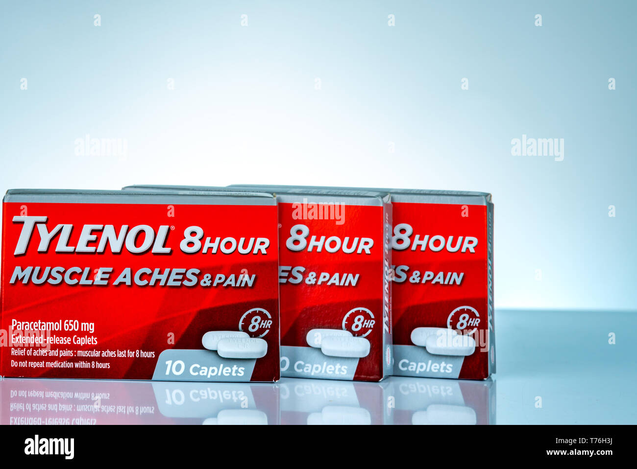CHONBURI, THAILAND-OCTOBER 27, 2018 : Tylenol 8 hour 650 extended-release caplets in red packaging on gradient background. Drug for relief pain, fever - Stock Image