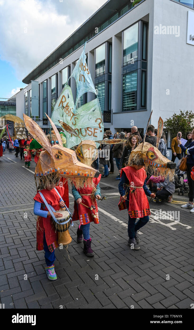 Brighton UK 4th May 2019 - The Waldorf  School  takes part in the annual Brighton Festival Children's Parade through the city which has the theme 'Folk Tales from Around the World' . Organised by the Same Sky arts group the parade traditionally kicks off the 3 week arts festival with this years guest director being the singer songwriter Rokia Traore . Credit : Simon Dack / Alamy Live News Stock Photo