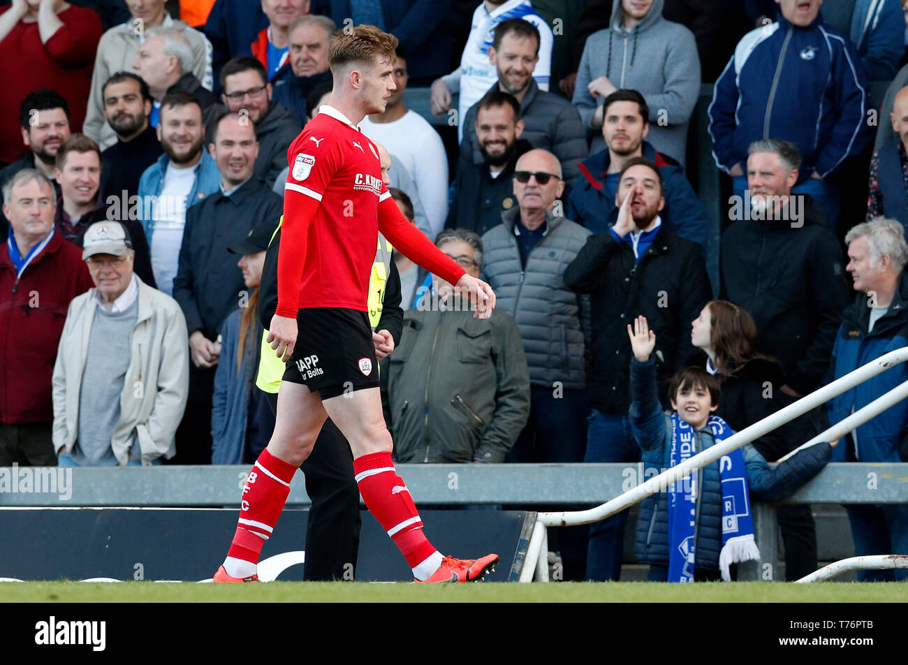 Barnsley's Liam Lindsay leaves the pitch after being sent off during the Sky Bet League One match against Bristol Rovers at Memorial Stadium, Bristol. - Stock Image