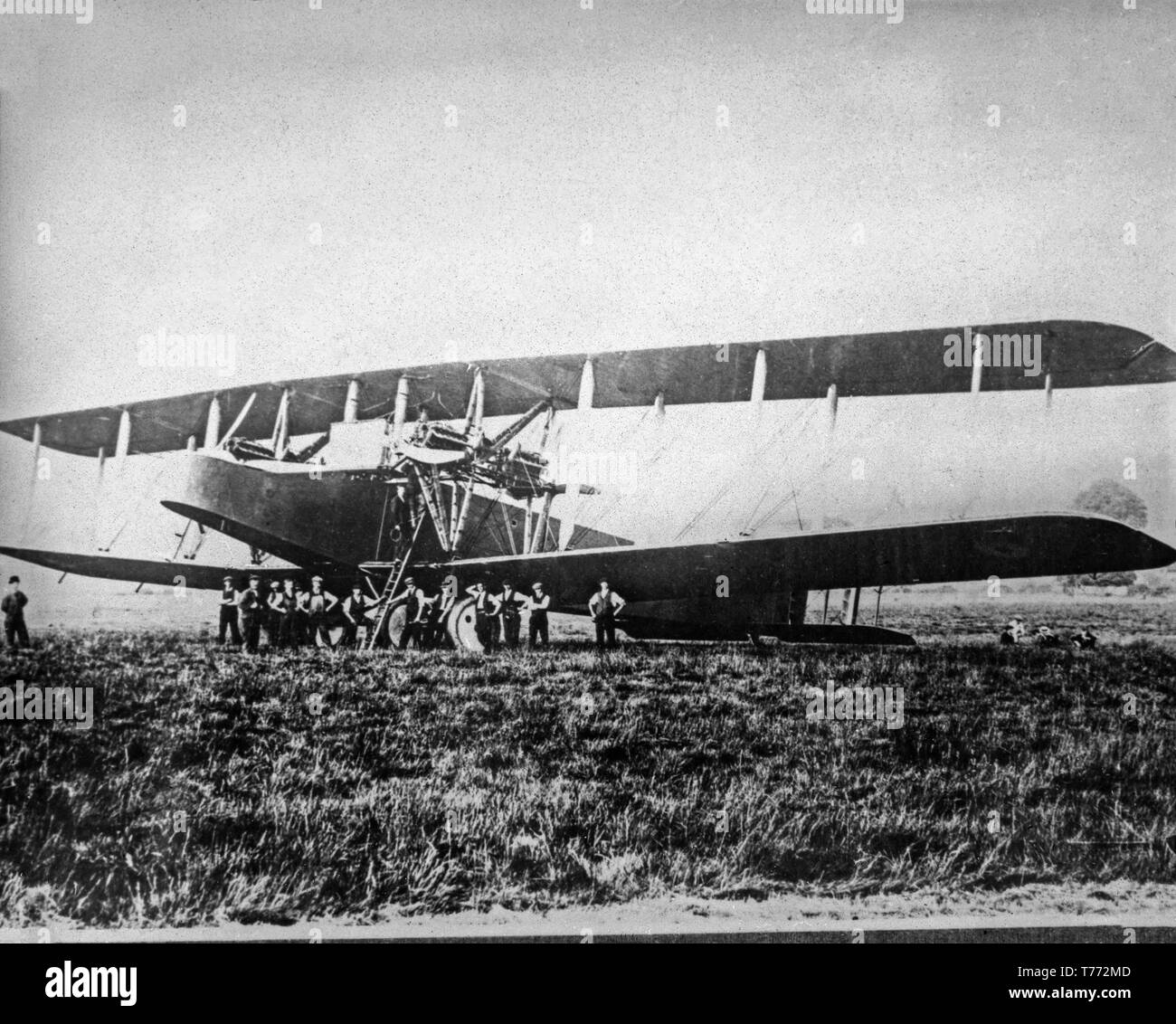 A British Royal Air Force, Royal Flying Corps, Handley Page V/1500 bomber aircraft of World War One. Photograph shows the aircraft on the ground with many people around it base. Contemporary First World war black and white photograph taken in 1918. - Stock Image