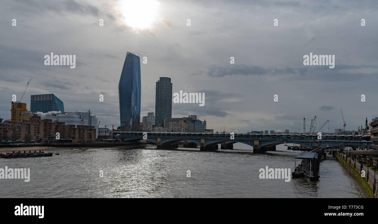 View of the Thames and London - Blick auf die Themse und London - Vista sul Tamigi e Londra - Stock Image