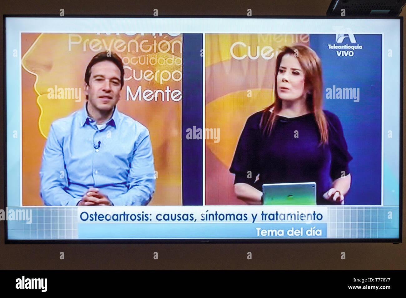 Cartagena Colombia TV television monitor screen flat screen medical program Spanish language osteoarthritis telemarketing Hispanic woman man - Stock Image