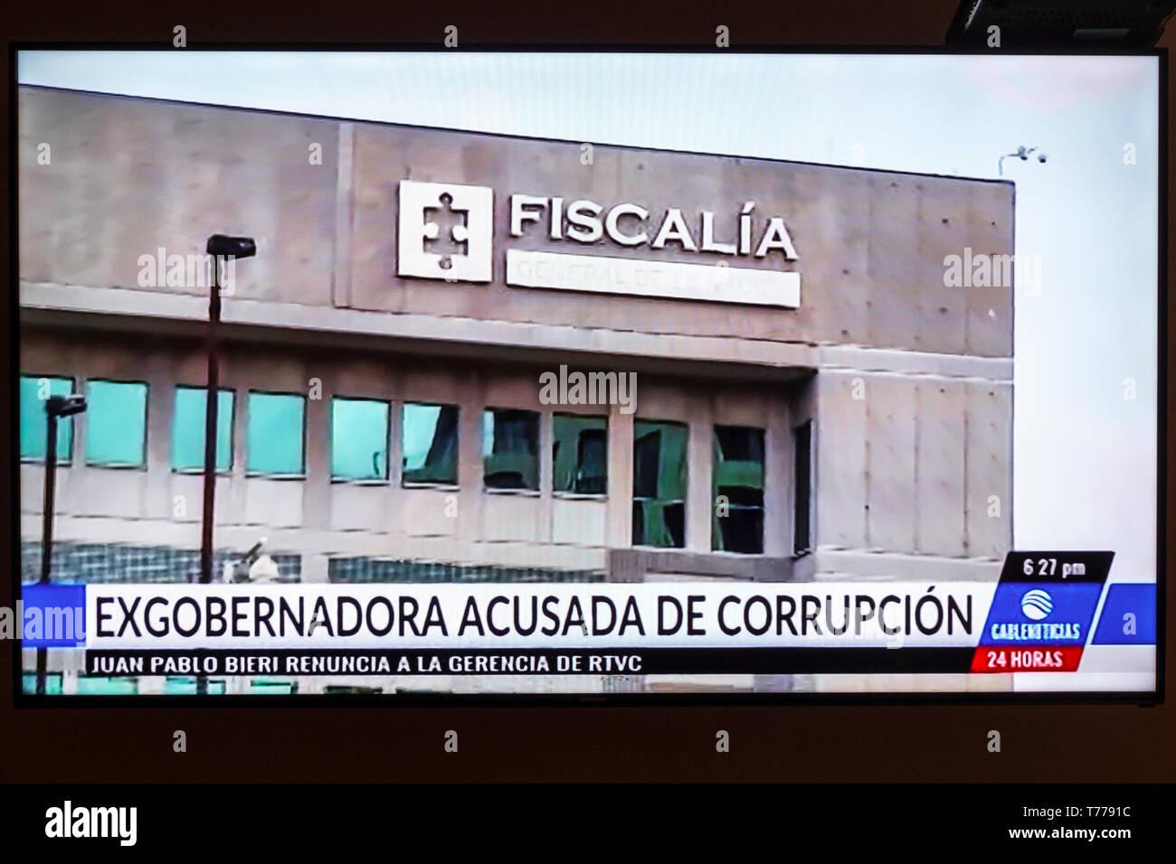 Cartagena Colombia TV television monitor screen flat screen news political corruption Spanish language headline Stock Photo