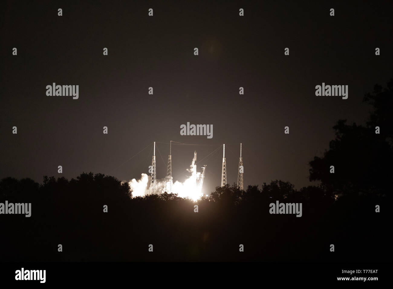 Florida, USA. 04th May, 2019. The SpaceX Falcon 9 rocket blasts off carrying the Dragon commercial cargo capsule on the CRS-17 mission to the International Space Station from the Kennedy Space Center May 4, 2019 in Cape Canaveral, Florida. The Dragon will deliver about 5,500 pounds of scientific instruments, crew supplies and hardware to the orbital laboratory and its crew. Credit: Planetpix/Alamy Live News Stock Photo