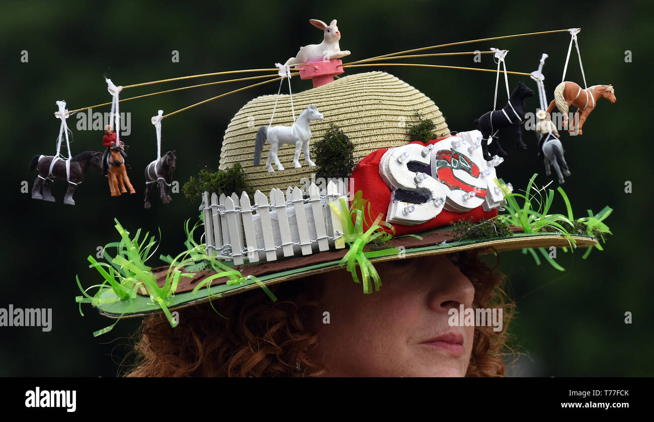 Florida, USA. 04th May, 2019. Jill Broege wears her first-place winning hat in the annual Kentucky Derby Day hat contest at the Sanford Orlando Kennel Club greyhound racetrack on May 4, 2019 in Longwood, Florida. Credit: Paul Hennessy/Alamy Live News Stock Photo